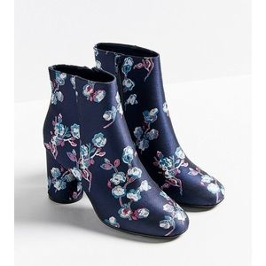 Gorgeous blue floral UO booties (brand new)